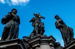Estatuas en el puente Carlos