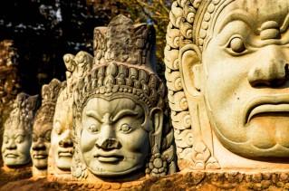 40 ASURAS puerta sur de Angkor Thom