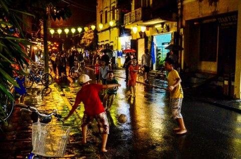 74 Hoian - Futbol nocturno